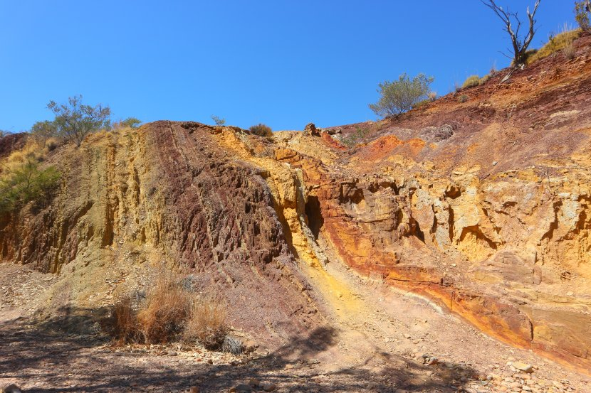australia-West-MacDonnell-Ranges-Ochre-Pits