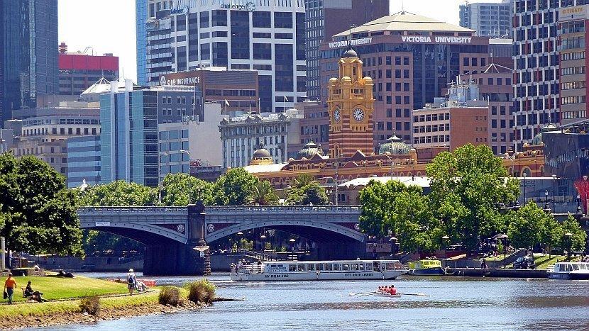 澳洲-墨爾本-亞拉河畔的墨爾本市區