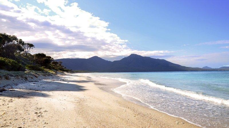 澳洲-塔斯馬尼亞-wineglass beach
