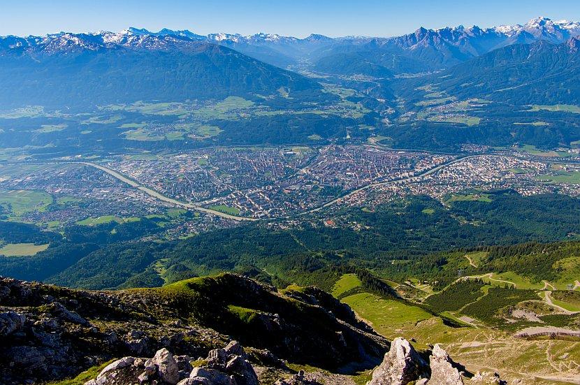 奧地利-因斯布魯克-由北山纜車終點站周遭的觀景台俯瞰因斯布魯克市區