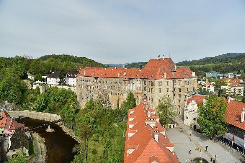 捷克-庫倫洛夫-庫倫洛夫城堡-由彩繪塔俯瞰城堡