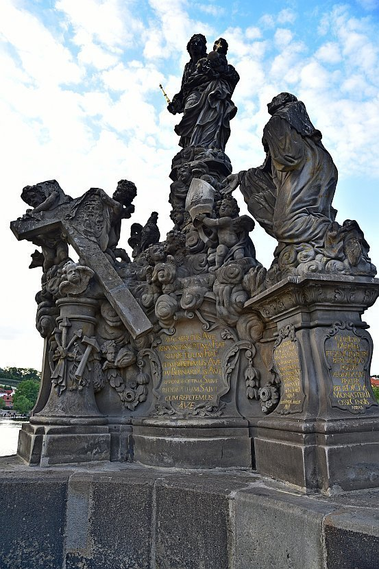 捷克-布拉格-查理大橋上的雕像-Statues of Madonna and Saint Bernard
