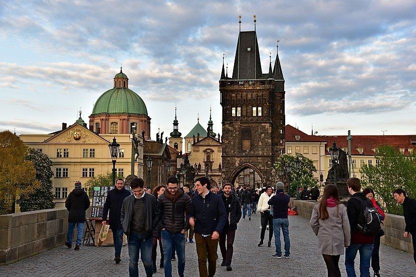 捷克-布拉格-查理大橋舊城區側的橋塔