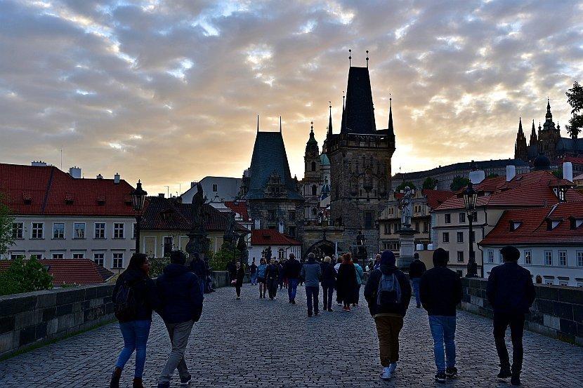 捷克-布拉格-查理大橋小區側的橋塔