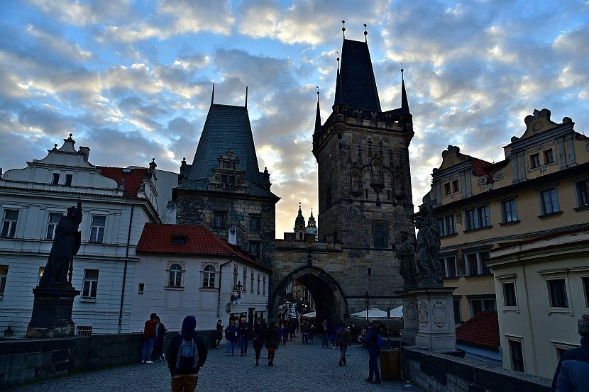 捷克-布拉格-查理大橋-小區側的橋塔