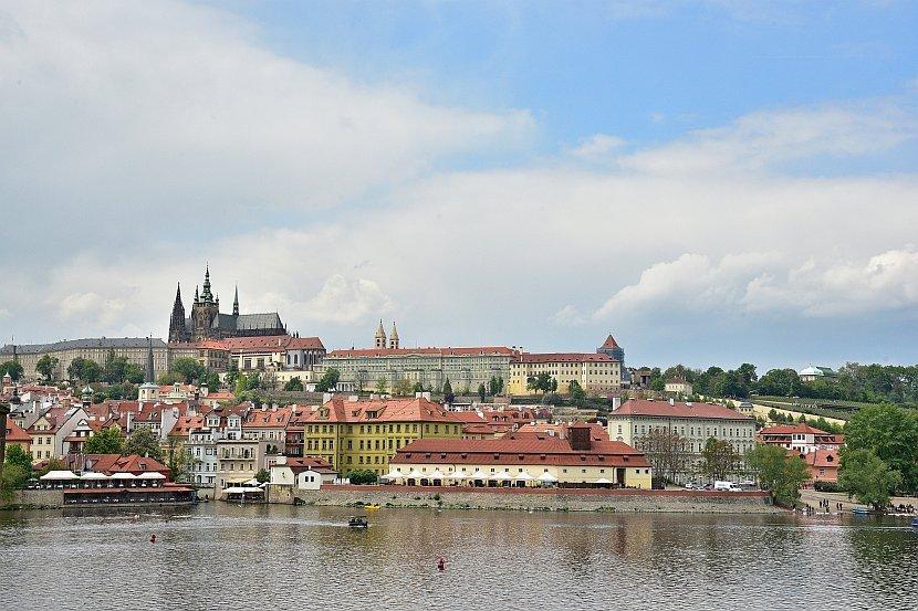 捷克-布拉格-查理大橋上看布拉格城堡