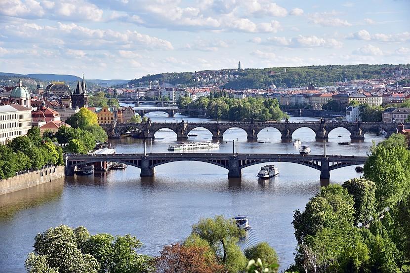 捷克-布拉格-馬內斯橋、查理大橋跟軍團橋三橋同框