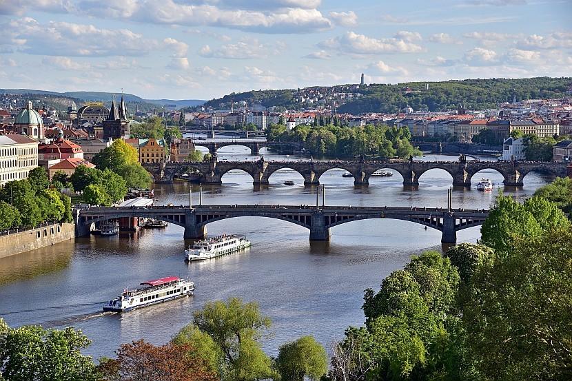 捷克-布拉格-萊特納公園遠眺三橋同框