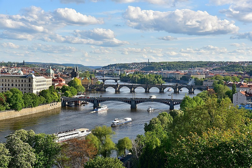 捷克-布拉格-由布拉格節拍器遠眺馬內斯橋、查理大橋跟軍團橋