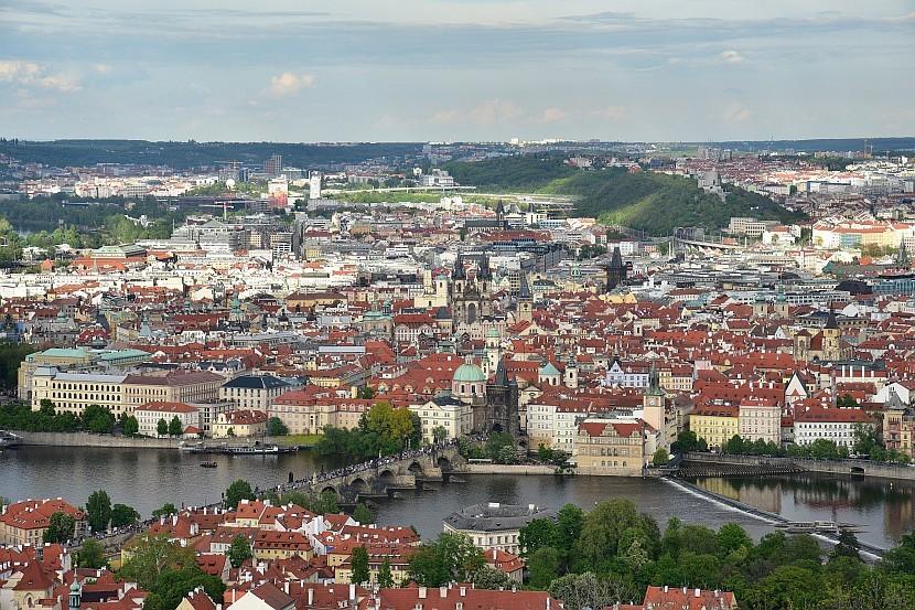 捷克-布拉格-小城區-佩特任山瞭望塔看查理大橋