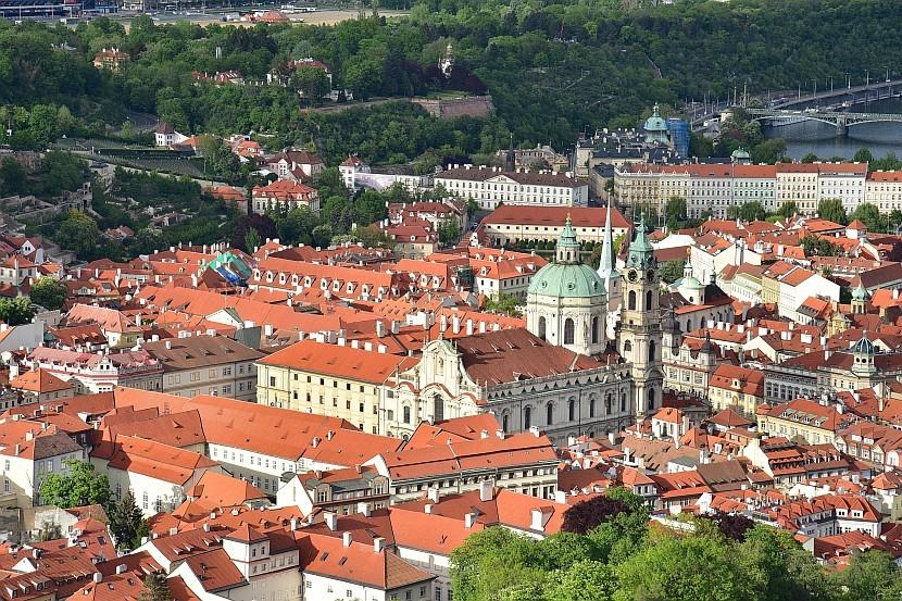 捷克-布拉格-佩特任瞭望塔看小城區的聖尼古拉教堂