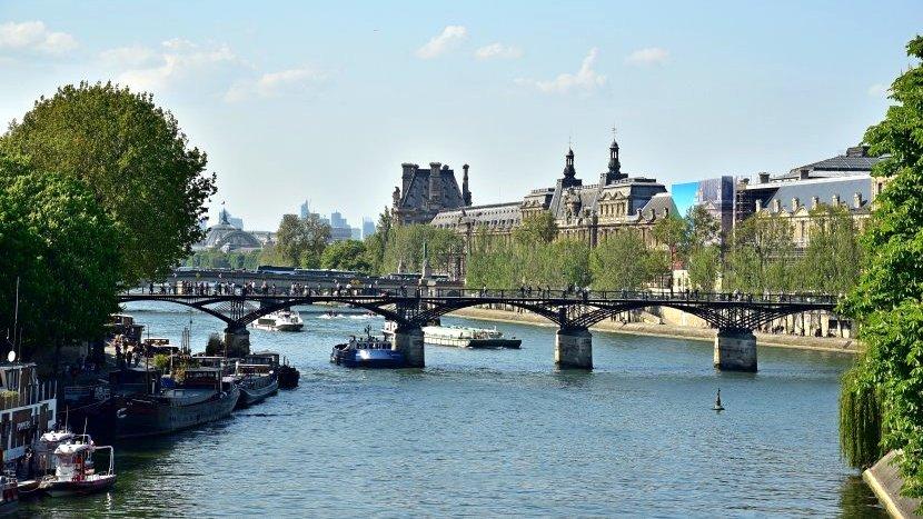 法國-巴黎-塞納河畔