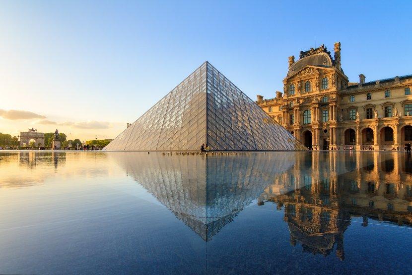 法國-巴黎-羅浮宮玻璃金字塔