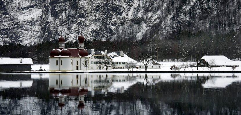 德國-貝希特斯加登-冬天時的國王湖