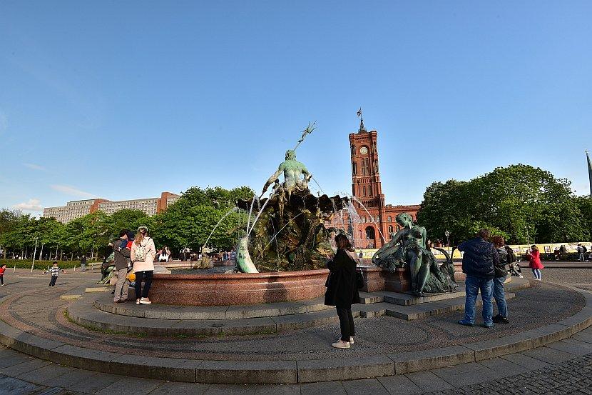 德國-柏林-海神噴泉與紅色市政廳