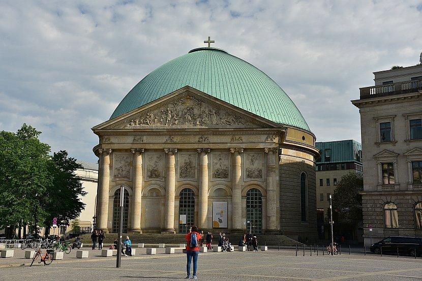 德國-柏林-倍倍爾廣場-聖黑德維希主教座堂