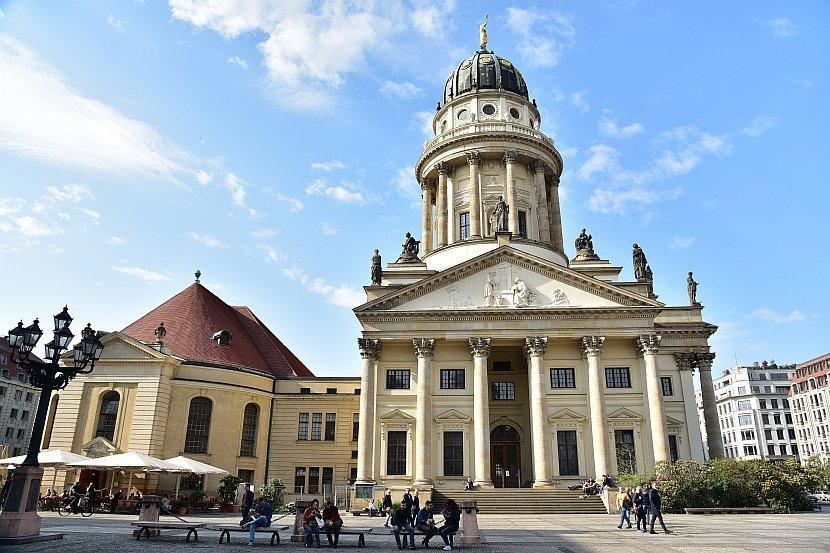 德國-柏林-御林廣場-法國大教堂