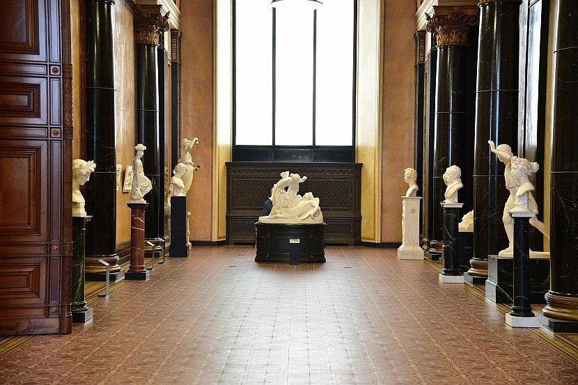 德國-柏林-博物館島-舊國家美術館