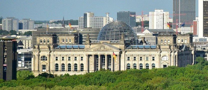 德國-柏林-由勝利女神紀念柱欣賞德國國會大廈