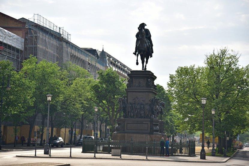 德國-柏林-菩提樹下大道-腓特烈二世騎馬像