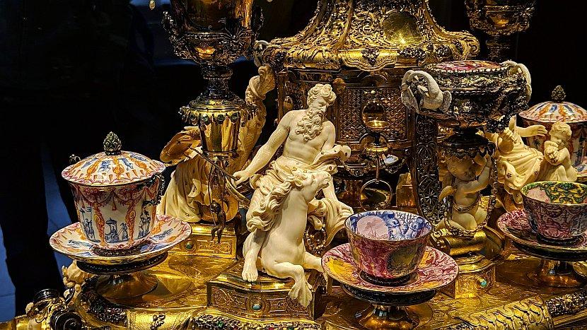 德國-德勒斯登-新綠穹珍寶館-金色咖啡杯組