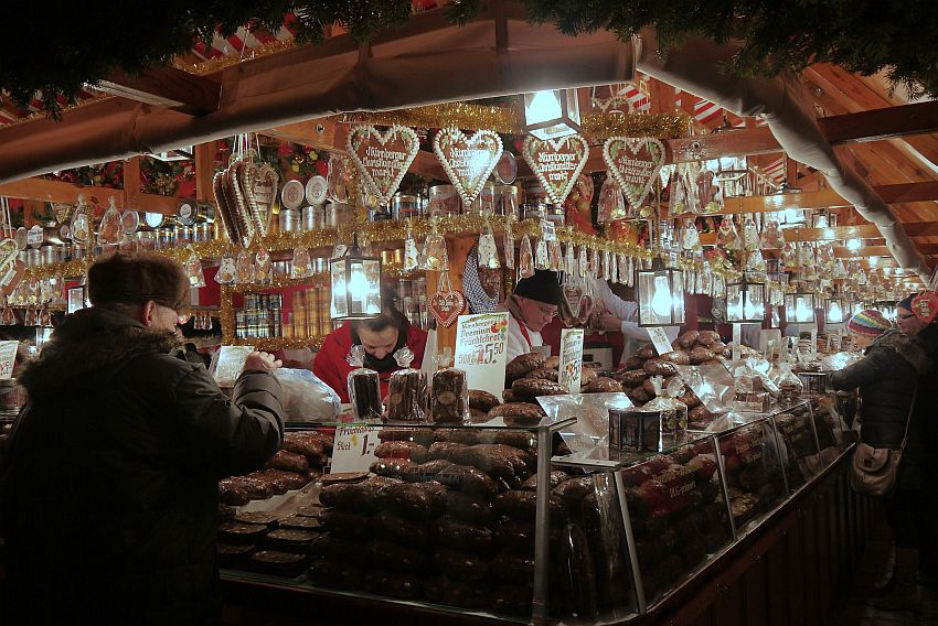 germany-nurnberg-christmas-market-_1160106-4033