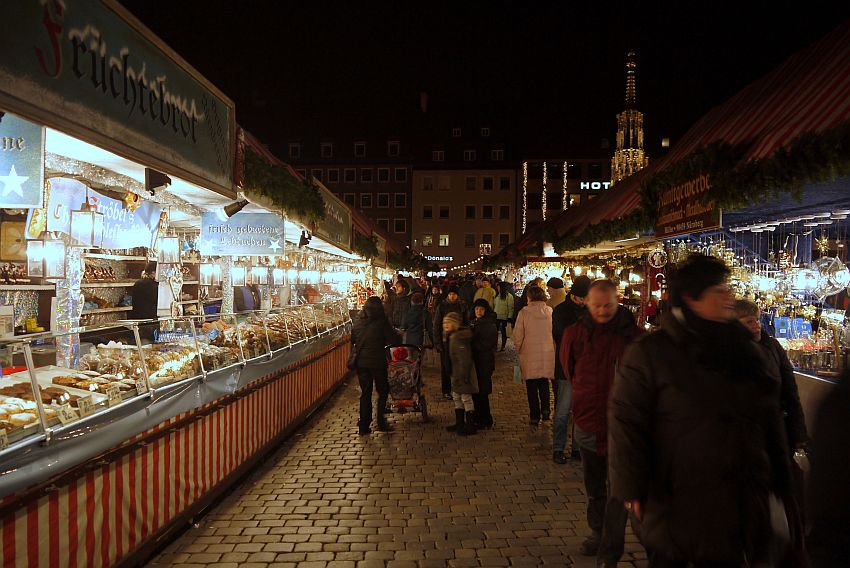 germany-nurnberg-christmas-market-_1160124-4033