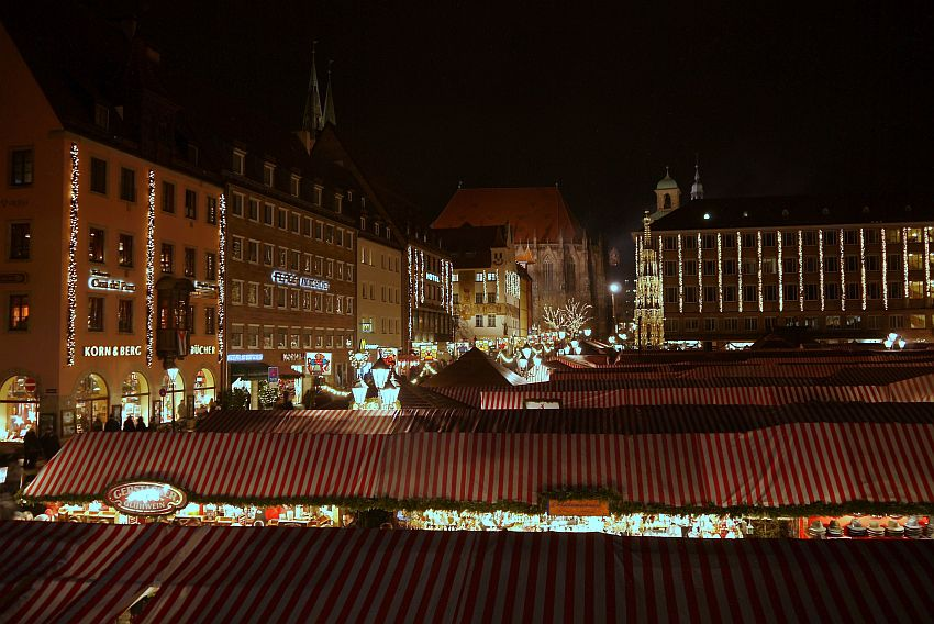 germany-nurnberg-christmas-market-_1160152-4033