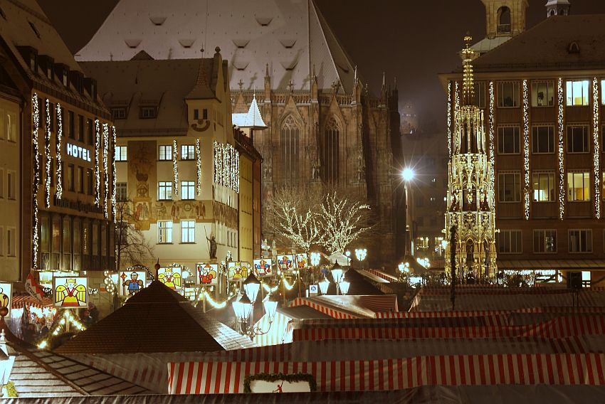 germany-nurnberg-christmas-market-_1160654-4033