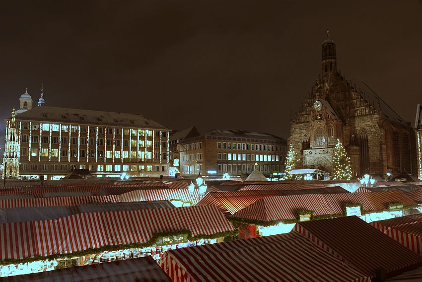 germany-nurnberg-christmas-market-_1160655-4033
