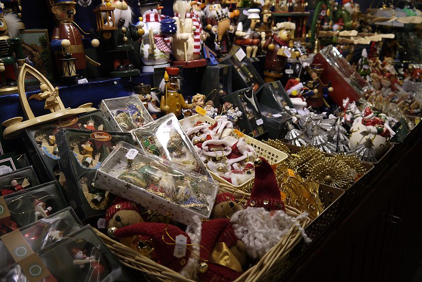 germany-nurnberg-christmas-market-_1160678-4033