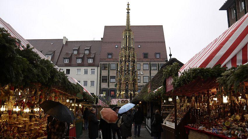 紐倫堡聖誕市集Christkindlesmarkt-美泉Schöner Brunnen