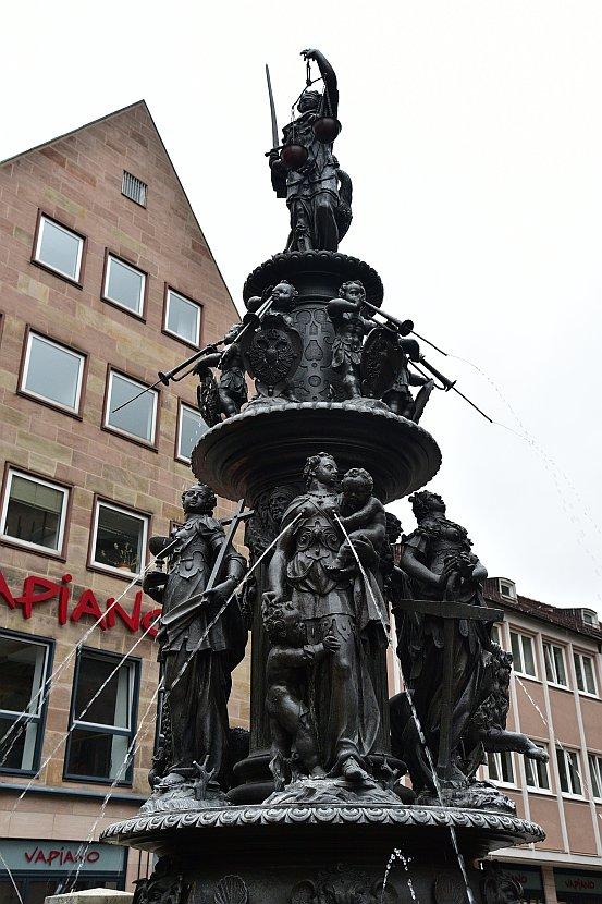 德國-紐倫堡-美德噴泉(Tugendbrunnen)