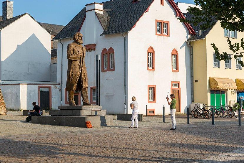 德國-特里爾-馬克思雕像