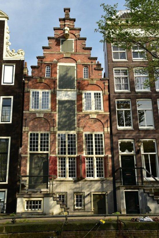 荷蘭-阿姆斯特丹-梯形山牆運河屋